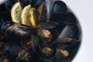 Herbed Steamed Mussels