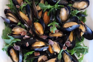 Mussels-with-Greens-and-Blue-Cheese