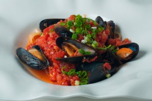 Tomato Basil Mussels served with Pasta